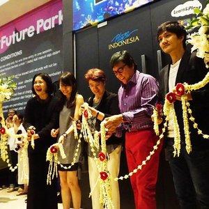 Congratulations! teamLab Future Park pertama di Indonesia resmi dihadirkan di @plaza_indonesia. teamLab merupakan area edukasi anak yang mengusung konsep kombinask antara kreatifitas, teknologi, dan seni. teamLab Future Park dapat dikunjungi dan dibuka umum mulai 5 Juni 2017 - 8 Oktober 2017. . #clozetteID #TeamLabJKT