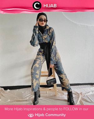 Elevate your (last year) tie dye outfit to a cool, street style look by adding your favorite boots and obi! Image shared by Clozette Crew @astrityas. Simak inspirasi gaya Hijab dari para Clozetters hari ini di Hijab Community. Yuk, share juga gaya hijab andalan kamu.