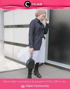 Let's leave kaftans and long dresses for a moment. Back to office with shirt, long skirt, and perhaps, boots? Simak inspirasi gaya Hijab dari para Clozetters hari ini di Hijab Community. Image shared by Clozette Ambassador @ladyulia. Yuk, share juga gaya hijab andalan kamu.
