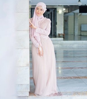 Yuk meriahkan tampilan tahun barumu nanti dengan inspirasi gaya berikut ini bit.ly/hijabfestive. Photo by #ClozetteAmbassador @Luluelhasbu.#ClozetteID #fashion #outfitinspiration #instafashion #clothes #instalook #outfit #ootd #portrait #clothing #style #look #lookbook #lookoftheday #outfitoftheday #ootd #stylish #instaoutfit #fashionjunkie #accessories #dainty #edgystyle #sneakers #minimalistDelete Comment