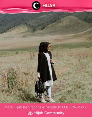 Black and white style a la Clozette Ambassador @prapancadf. Simak inspirasi gaya Hijab dari para Clozetters hari ini di Hijab Community. Yuk, share juga gaya hijab andalan kamu.