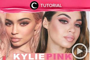 Yuk, tiru makeup andalan Kylie yang bernuansa pink. Lihat tutorialnya di sini http://bit.ly/2uB9lW5. Video ini di-share kembali oleh Clozetter: @saniaalatas. Cek Tutorial Updates lainnya pada Tutorial Section.