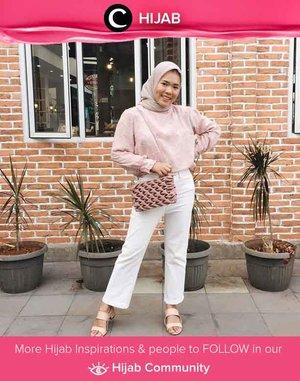Cara menyiasati hari Senin: Pakai warna-warna lembut yang membuatmu good mood! Image shared by Clozetter @dessydyl. Simak inspirasi gaya Hijab dari para Clozetters hari ini di Hijab Community. Yuk, share juga gaya hijab andalan kamu.