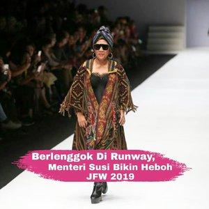 "Berbalut busana rancangan designer kenamaan, Anne Avantie, Menteri Kelautan dan Perikanan tampak berlenggok dengan penuh percaya diri pada peragaan busana yang bertajuk ""Badai Pasti Berlalu"" di Jakarta Fashion Week 2019 kemarin (23/10/2018). Kemunculannya di panggung runway disambut riuh dengan sorak-sorai dan tepuk tangan dari seluruh penonton yang hadir.  Rupanya konsep peragaan busana ini sendiri merupakan sebuah bentuk rasa empati sang designer terhadap bencana yang melanda Palu, Donggala dan Lombok.  Menteri Susi pun menerima tawaran runway ini karena akan ""dibayar"" 10 perahu yang nantinya akan disumbangkan kepada para nelayan Palu dan Donggala.  Bagaimana menurut kalian penampilan Menteri Susi di runway kali ini, Clozetter? #ClozetteID"