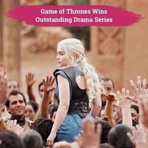 Seperti yang sudah diprediksikan banyak orang, Game of Thrones berhasil menjadi pemenang kategori Outstanding Drama Series di International Emmy Awards yang berlangsung beberapa saat yang lalu..Ini merupakan kali keempat GoT memenangkan kategori ini, setelah sebelumnya berhasil memenangkannya di Emmy Awards tahun 2015, 2016, dan 2018..Serial keluaran HBO ini telah selesai beberapa bulan lalu di musimnya yang ke 8, tapi karena banyaknya permintaan, HBO kembali memproduksi serial ini dalam bentuk prekuel yang direncanakan akan tayang pada tahun 2020 mendatang..📷 @gameofthrones#ClozetteID #GameofThrones #GoT #emmys