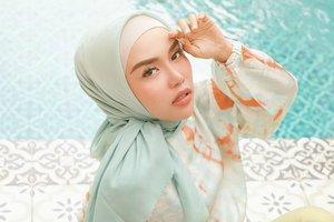 Padu Padan Ombre Skirt dengan Hijab Bergo untuk di Rumah