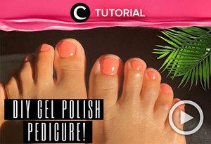 Affordable and easy, try this DIY gel polish pedicure at home: https://bit.ly/3buWXJe. Video ini di-share kembali oleh Clozetter @juliahadi. Lihat juga tutorial lainnya yang ada pada Tutorial Section.