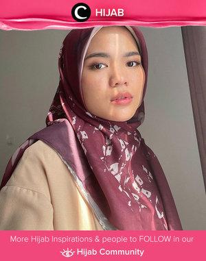 Bosan dengan warna-warna netral untuk hijabmu? Coba kenakan warna burgundy seperti Clozetter @cicidesri. Simak inspirasi gaya Hijab dari para Clozetters hari ini di Hijab Community. Yuk, share juga gaya hijab andalan kamu.