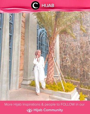 The stylish mom Clozetter @she_wian takes white on white game to another level. Simak inspirasi gaya Hijab dari para Clozetters hari ini di Hijab Community. Yuk, share juga gaya hijab andalan kamu.