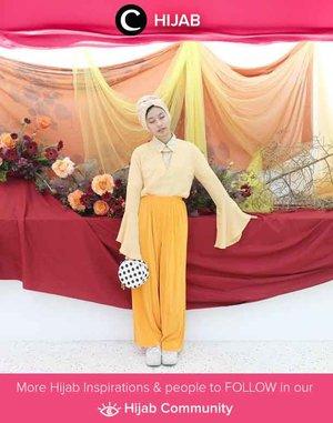 Outfit berwarna sunset ala Clozetter @rimasuwarjono bisa kamu tiru untuk hang out di siang hari. Simak inspirasi gaya Hijab dari para Clozetters hari ini di Hijab Community. Yuk, share juga gaya hijab andalan kamu.
