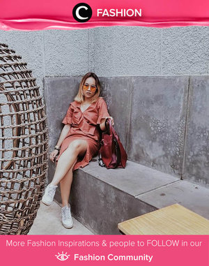 Clozetter @ubbyxx tampil stylish dengan dress, tas, dan sunglasses berwarna senada. It's the ultimate weekend style! Simak Fashion Update ala clozetters lainnya hari ini di Fashion Community. Yuk, share outfit favorit kamu bersama Clozette.