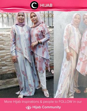 Twinning with your mom for Hari Raya's outfit is such a cute moment! Image shared by Clozetters @Sridevi_sdr. Simak inspirasi gaya Hijab dari para Clozetters hari ini di Hijab Community. Yuk, share juga gaya hijab andalan kamu.