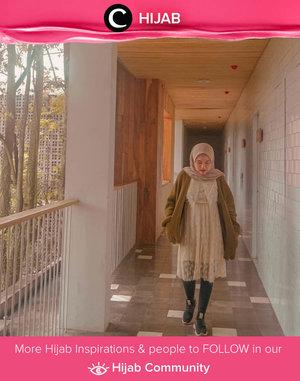 Hijabi vintage style a la Clozetter @larasatinesa. Simak inspirasi gaya Hijab dari para Clozetters hari ini di Hijab Community. Yuk, share juga gaya hijab andalan kamu.