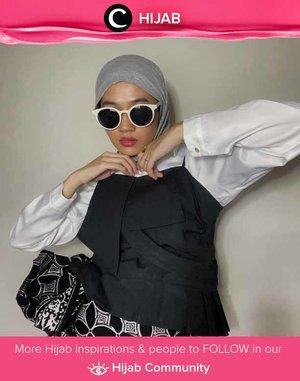 Always with monochrome colors, Clozette Ambassador @karinaorin shows her unique personal style. Simak inspirasi gaya Hijab dari para Clozetters hari ini di Hijab Community. Yuk, share juga gaya hijab andalan kamu.