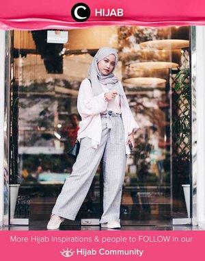 Star Clozetter @cyndiadissa looked elegant in white and baby grey. Simak inspirasi gaya Hijab dari para Clozetters hari ini di Hijab Community. Yuk, share juga gaya hijab andalan kamu.