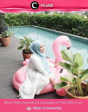 Awal minggu berpose di pinggir kolam renang.. Sudah terbayang akan staycation dimana long weekend ini? Simak inspirasi gaya Hijab dari para Clozetters hari ini di Hijab Community. Image shared by Clozetter @annisaramalia. Yuk, share juga gaya hijab andalan kamu.