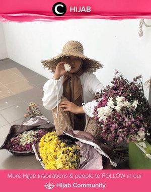 The new #mamaplant, Clozette Ambassador @Imeldaaf, is proudly showing off her plant-kiddos. Simak inspirasi gaya Hijab dari para Clozetters hari ini di Hijab Community. Yuk, share juga gaya hijab andalan kamu.