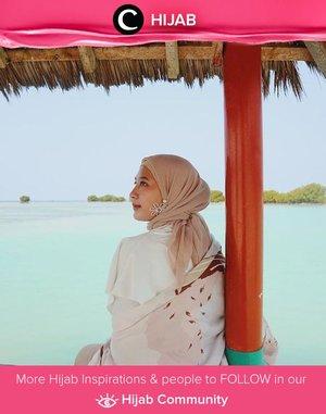 Vacation mood! Clozette Ambassador @prapancadf setia dengan pilihan outfit berwarna netralnya, bahkan ketika berlibur! Simak inspirasi gaya Hijab dari para Clozetters hari ini di Hijab Community. Yuk, share juga gaya hijab andalan kamu.