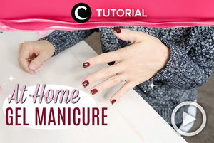DIY gel nails at home: https://bit.ly/2R6Yuk9. Bisa tahan hingga 3 minggu, lho! Video ini di-share kembali oleh Clozetter @dintjess. Lihat juga tutorial lainnya di Tutorial Section.