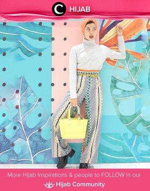 Clozette Ambassador @Rimasuwarjono adds a colorful, ethnic touch to her total look. Simak inspirasi gaya Hijab dari para Clozetters hari ini di Hijab Community. Yuk, share juga gaya hijab andalan kamu.