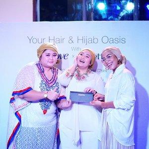 Senang sekali melihat antusiasme Clozetters saat mencoba tutorial hijab turban tanpa peniti ala #ClozetteAmbassador @theladyulia. Ada yang menambah kreasi turban dengan gaya Lisa Blackpink, Dewi Hughes, turban dengan aksen poni, dll. Seru! Gaya turban terbaik juga mendapat hadiah voucher belanja!.Setelah itu acara ditutup dengan makan malam bersama. Sampai jumpa di event selanjutnya, Clozetters. ❤️.#RambutKuatAlamiDove #DoveXClozetteID #ClozetteID @dove