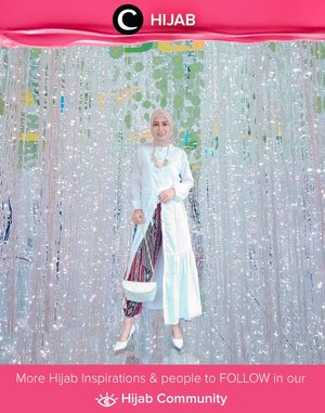 Clozetter @dwina shared her glam look in white and batik. Who's inspired? Simak inspirasi gaya Hijab dari para Clozetters hari ini di Hijab Community. Yuk, share juga gaya hijab andalan kamu.