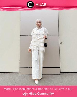 White on white ala Clozette Crew @astrityas. Simak inspirasi gaya Hijab dari para Clozetters hari ini di Hijab Community. Yuk, share juga gaya hijab andalan kamu.