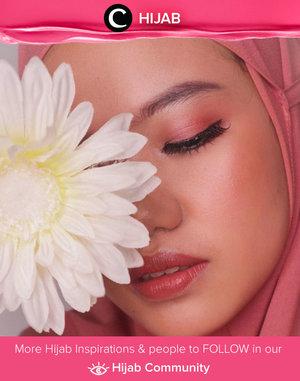 Swing into the weekend with joy and happiness. Enjoy your Saturday, Clozetters! Image shared by Clozetter @putriistianaa. Simak inspirasi gaya Hijab dari para Clozetters hari ini di Hijab Community. Yuk, share juga gaya hijab andalan kamu.