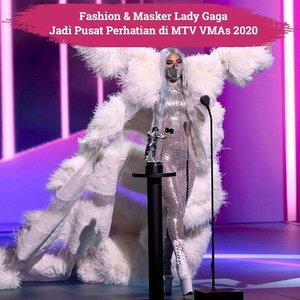 Penyanyi yang mendapat 4 penghargaan sekaligus dalam MTV VMAs 2020 menjadi pusat perhatian dengan fashion dan masker yang sangat unik dan stylish. Dalam ajang yang berkonsep social-distancing tahun ini, Lady Gaga memenangkan Artist of the year, Song of The Year, Best Collaboration dan Best Cinematography, congratulation!📷 @nicolaformichetti#ClozetteID #ladygaga #VMAs #MTV2020