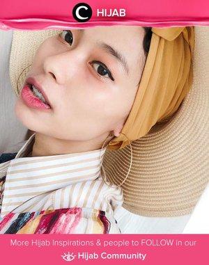 Clozette Ambassador @rimasuwarjono and her accessories:round hat and hoop earrings. Simak inspirasi gaya Hijab dari para Clozetters hari ini di Hijab Community. Yuk, share juga gaya hijab andalan kamu.