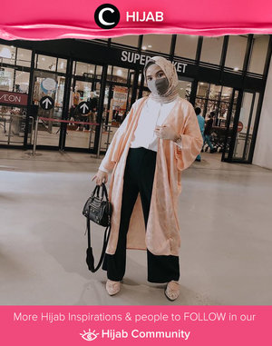 New normal grocery shopping outfit ala Clozetter @NabilaaZ. Simak inspirasi gaya Hijab dari para Clozetters hari ini di Hijab Community. Yuk, share juga gaya hijab andalan kamu.
