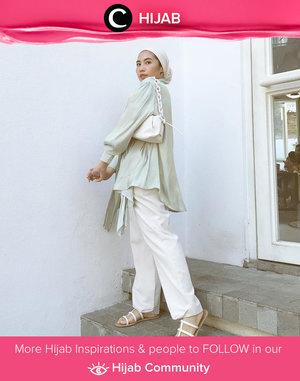 Inspirasi HOTD menggunakan warna monokrom ala Clozette Ambassador @ladyulia. Simak inspirasi gaya Hijab dari para Clozetters hari ini di Hijab Community. Yuk, share juga gaya hijab andalan kamu.