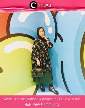 Add some flowers to brighten your Tuesday. Selamat beraktivitas, Clozetters! Image shared by Clozetter @ratnasha22. Simak inspirasi gaya Hijab dari para Clozetters hari ini di Hijab Community. Yuk, share juga gaya hijab andalan kamu.