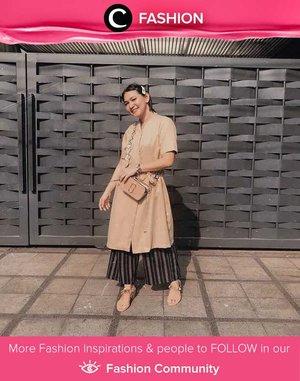 Outfit yang cocok untuk bersilaturahmi bersama keluarga? Kamu bisa menggunakan dress sebagai tunik dan memadukannya dengan kulot berwarna senada seperti Clozette Ambassador @Cellinikamil. Simak Fashion Update ala clozetters lainnya hari ini di Fashion Community. Yuk, share outfit favorit kamu bersama Clozette.