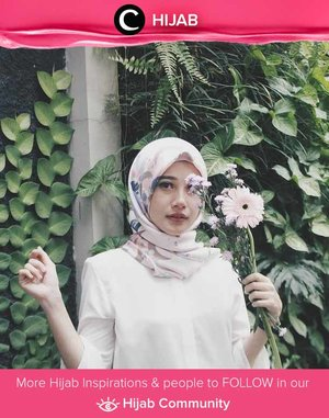 """Simplicity is the key note of all true elegance"" - Coco Chanel.  Simak inspirasi gaya Hijab dari para Clozetters hari ini di Hijab Community. Image shared by Clozetter @annisapertiwi. Yuk, share juga gaya hijab andalan kamu."