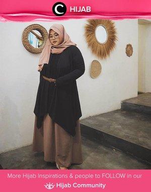 Tunik dan rok berwarna netral tetap cocok dipadukan dalam look formal maupun kasual. Image shared by Clozetter @honeyvha. Simak inspirasi gaya Hijab dari para Clozetters hari ini di Hijab Community. Yuk, share juga gaya hijab andalan kamu.