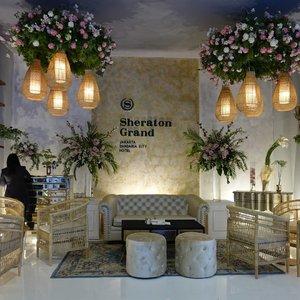 Indonesia Internasional Wedding Festival (IIWF) resmi dibuka pada tanggal 5-7 April 2019. Pada tahun ini IIWF menggandeng Yayasan Merajut Nusantara untuk menciptakan pernikahan tradisional dengan pakem adat istiadat.  Kamu dapat menemukan lebih dari 300 vendor pernikahan mulai dari bridal hingga honeymoon. Tidak hanya itu, IIWF menyediakan hadiah menarik bagi para pengunjung yang bertransaksi. Beberapa hadiahnya adalah 3 unit Honda Scoopy, 3 pasang wedding ring, 5 unit LED TV, dan 1 unit All New Grand Livina VL.  #clozetteid #lifestyle @weddingku