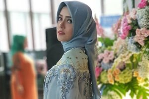 Inspirasi Baju Pesta Hijab ala Fairuz A Rafiq