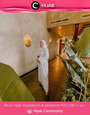 White on white is always a good idea for your Raya outfit. Image shared by Clozette Ambassador @vannysariz. Simak inspirasi gaya Hijab dari para Clozetters hari ini di Hijab Community. Yuk, share juga gaya hijab andalan kamu.