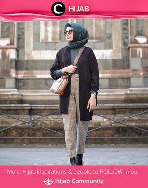 Emerald green, salah satu warna yang sempat menjadi Pantone Color of the Year tahun 2013 lalu ini sangat elegan dipadukan dengan warna dan motif lainnya. Intip saja foto OOTD yang sempat dibagikan oleh Clozetter @edwinafaa ini. Simak inspirasi gaya Hijab dari para Clozetters hari ini di Hijab Community. Yuk, share juga outfit hijab favoritmu.