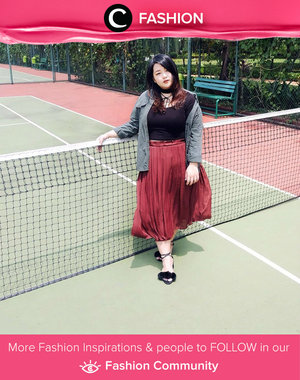 Power color blocking in grey parka, black shirt, and red pleated skirt. Simak Fashion Update ala clozetters lainnya hari ini di Fashion Community. Image shared by Clozette Ambassador: reneetan. Yuk, share outfit favorit kamu bersama Clozette.