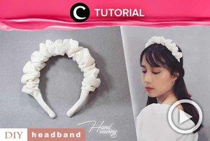 Membuat scrunchie headband yang sedang tren ini ternyata gak sulit, lho. Intip caranya di: http://bit.ly/3crrz2h. Video ini di-share kembali oleh Clozetter @ranialda. Lihat juga tutorial lainnya di Tutorial Section.