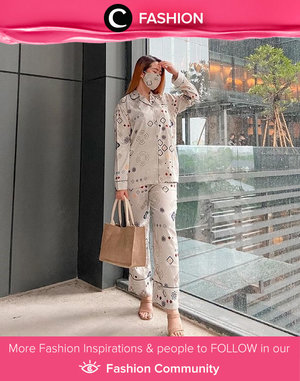 Talking about Monday, can we just hang around with our pajamas on? Image shared by Clozette Ambassador @reginabundarti. Simak Fashion Update ala clozetters lainnya hari ini di Fashion Community. Yuk, share outfit favorit kamu bersama Clozette.