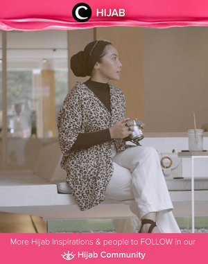 This is how you wear leopard print, but still sticks to neutral colors. Image shared by Clozette Ambassador @ladyulia. Simak inspirasi gaya Hijab dari para Clozetters hari ini di Hijab Community. Yuk, share juga gaya hijab andalan kamu.