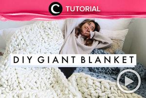 DIY Giant Knit Blanket! Cocok untuk kamu yang ingin memberikan hadiah Natal handmade untuk orang terdekat: https://bit.ly/39lAQaB. Video ini di-share kembali oleh Clozetter @juliahadi. Intip juga tutorial lainnya di Tutorial Section.