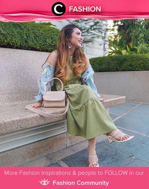 Feminine mood for Monday? Try Clozette Ambassador @priscaangelina's look in green midi dress and denim jacket! Simak Fashion Update ala clozetters lainnya hari ini di Fashion Community. Yuk, share outfit favorit kamu bersama Clozette.