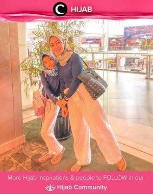 Ingin tampil lebih kompak dengan si Kecil? Kamu bisa meniru gaya Clozetter @she_wian dan anak perempuannya dengan matching outfit untuk menonton film bersama. Simak inspirasi gaya Hijab dari para Clozetters hari ini di Hijab Community. Yuk, share juga gaya hijab andalan kamu.