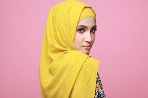 Trik Menghilangkan Noda Makeup Pada Hijab
