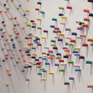 "Museum MACAN mempersembahkan pameran karya tiga seniman Asia : Arahmaiani, Lee Mingwei dan On Kawara, yang dapat kamu lihat hingga tanggal 10 Maret 2019 mendatang.Pameran kali ini lebih interaktif, sehingga pengunjung dapat terlibat lebih dalam. Salah satunya ialah melalui instalasi ""The Letter Writing Project"" karya Lee Mingwei (slide 8), dimana kamu dapat mencurahkan isi hatimu dalam bentuk surat. Jika kamu melengkapinya dengan alamat, team Museum MACAN akan mengirimkan suratmu ke alamat tersebut. Menarik sekali, ya.#museummacan #clozetteid"