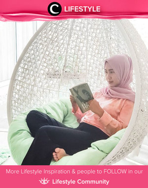 Another way to reach your zen moment: reading in comfortable clothes at comfortable place. Image shared by Clozetter @chichi. Simak Lifestyle Update ala clozetters lainnya hari ini di Lifestyle Community. Yuk, share momen favoritmu bersama Clozette.